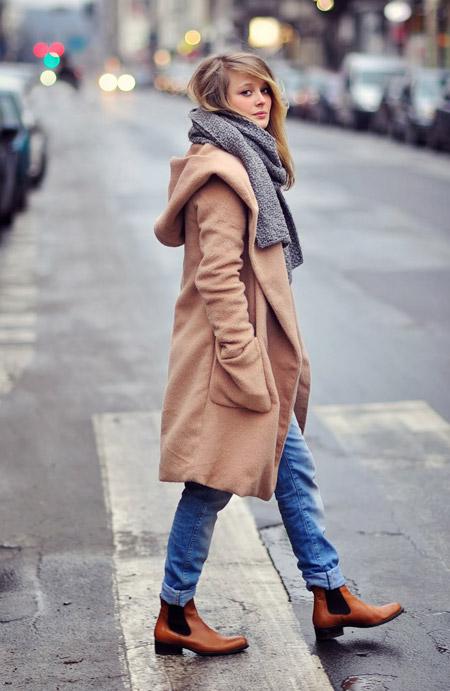 Девушка в челси и пальто