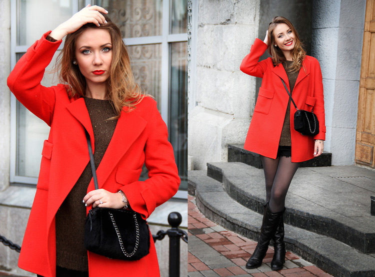 Девушка в коротких шортах и красном пальто