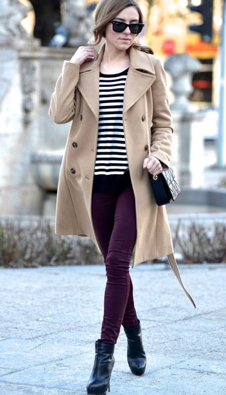 Девушка в полосатом лонгсливе и пальто