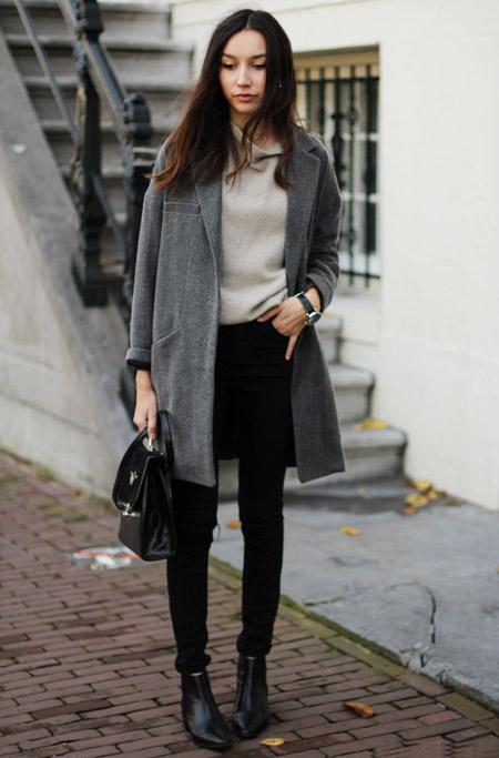 Девушка в простом сером пальто
