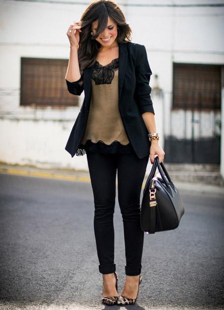 Девушка в шелковом топе и костюме