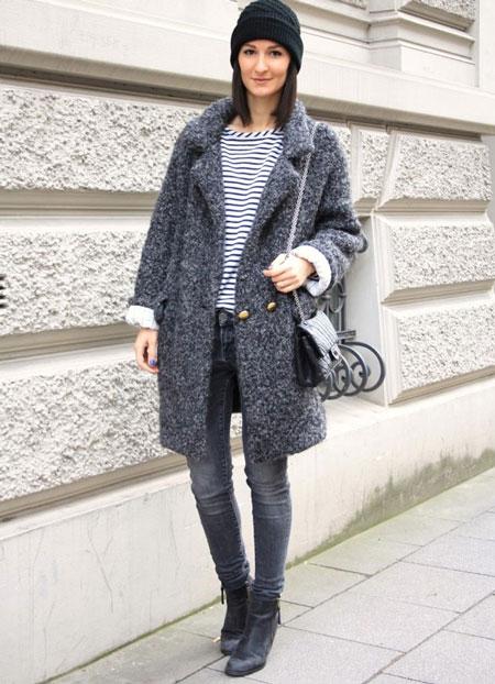 Девушка в стильном пальто до колен