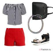 Лук с красными шортами, полосатым топом и сандалями