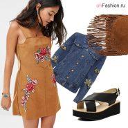 Лук с замшевым мини платьем, джинсовой курткой и босоножками