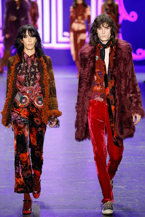Модели в рыжих шубах Anna Sui - тенденции зима 2017