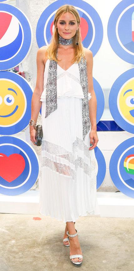 Оливия Палермо в белом сарафане