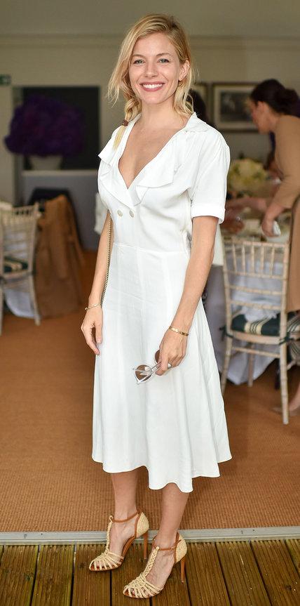 Сиенна Миллер в белом платье
