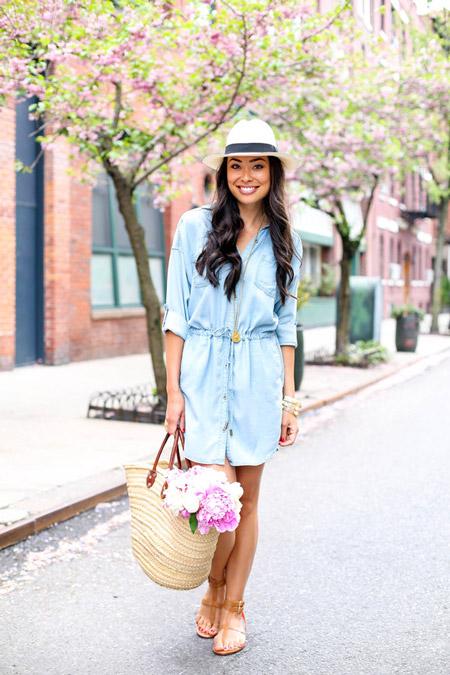 Девушка с соломенной сумкой
