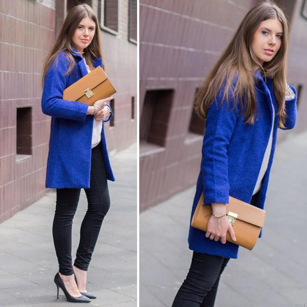 Девушка в коротком синем пальто и с рыжей сумкой