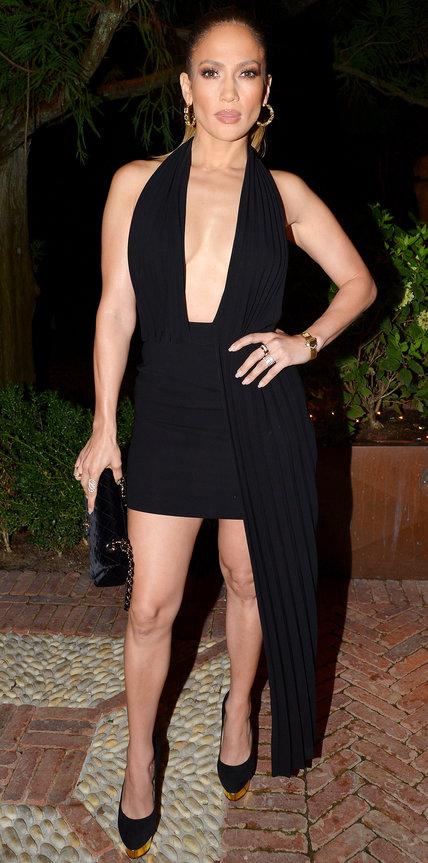 Дженнифер Лопес в черном мини платье