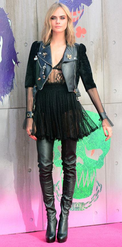 Кара Делевинь в прозрачном платье, косухе и ботфортах