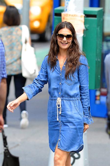 Кетти Холмс в джинсовом платье