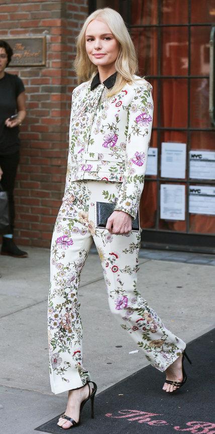Кейт Босуорт в костюме с цветочным принтом