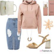 Лук с розовой худи, джинсовой юбкой карандаш и босоножками