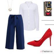 Лук с синими кюлотами, белой блузой и красными туфлями