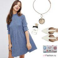 Лукс джинсовым платьем, белыми  туфлями и маленькой сумочкой