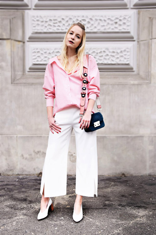 Девушка в белых брюках клеш и розовой рубашке