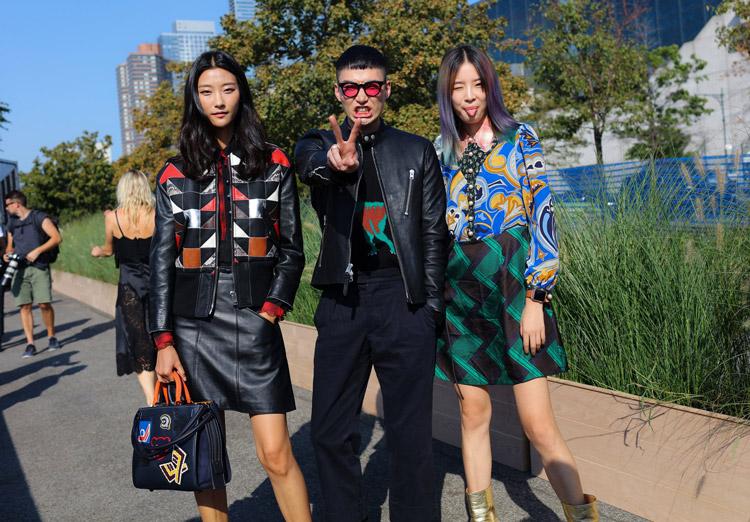 Девушки в красивых нарядах - уличная мода Нью-Йорка весна/лето 2017