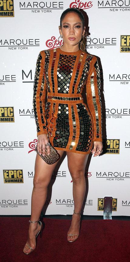 Дженнифер Лопес в блестящем мини платье