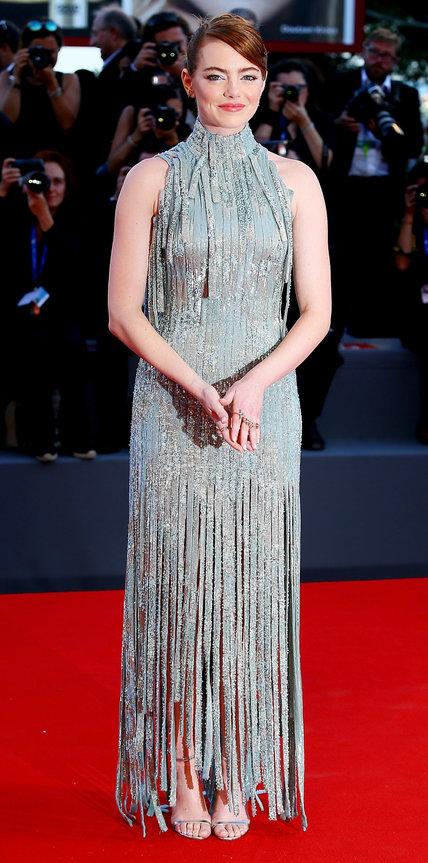 Эмма Стоун в светло голубом платье