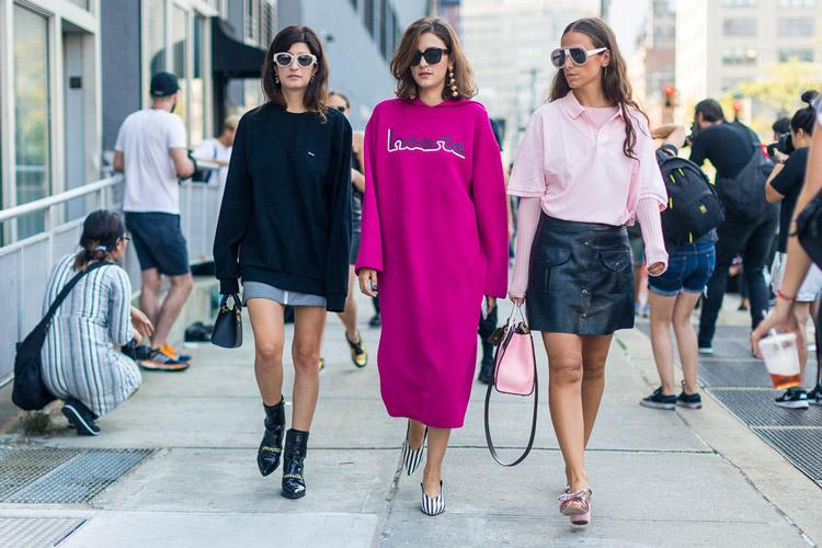 Три модели в уличном стиле - уличная мода Нью-Йорка весна/лето 2017