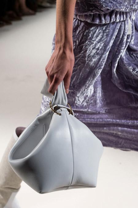 Белая сумка от Victoria Beckham - модные сумки весна-лето 2017