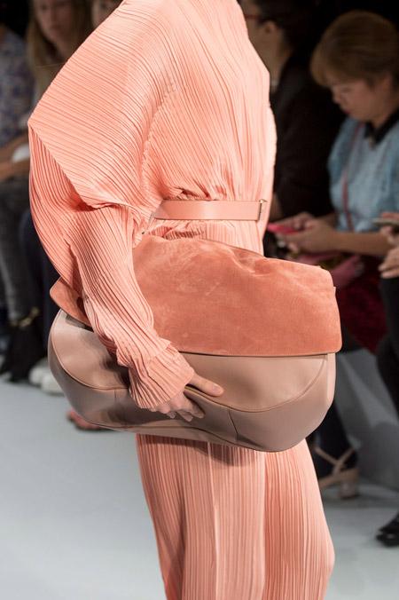 Большая шикарная сумка персикового цвета от Jil Sander - модные сумки весна-лето 2017