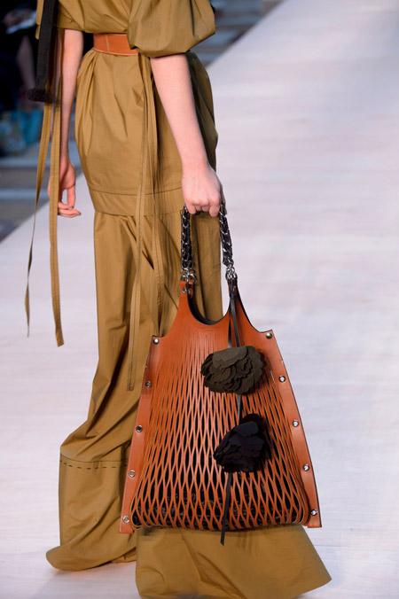 Коричневая сумка грелка от Sonia Rykiel - модные сумки весна-лето 2017
