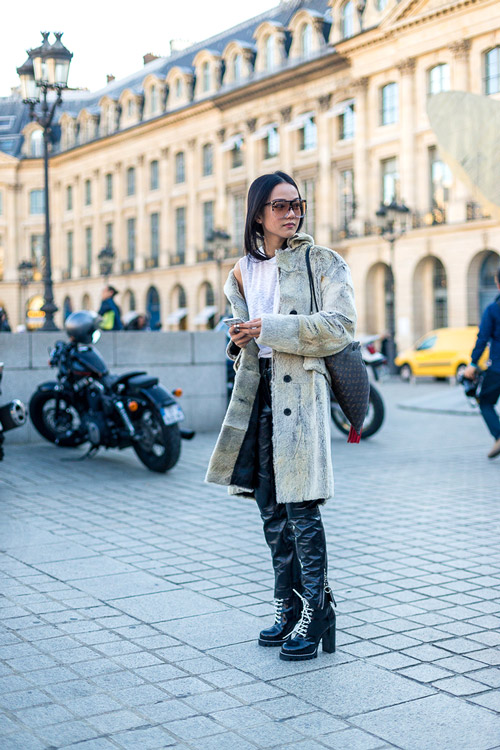 model-v-palto-kozhanyie-shtanyi-i-massivnyie-botinki-foto-diego-zuko