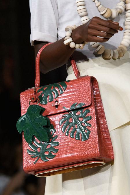 Небольшая сумка портфель с лепестками от Charlotte Olympia - модные сумки весна-лето 2017