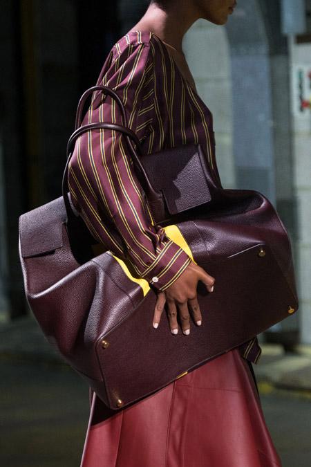 Огромная бордовая сумка от Mulberry - модные сумки весна-лето 2017
