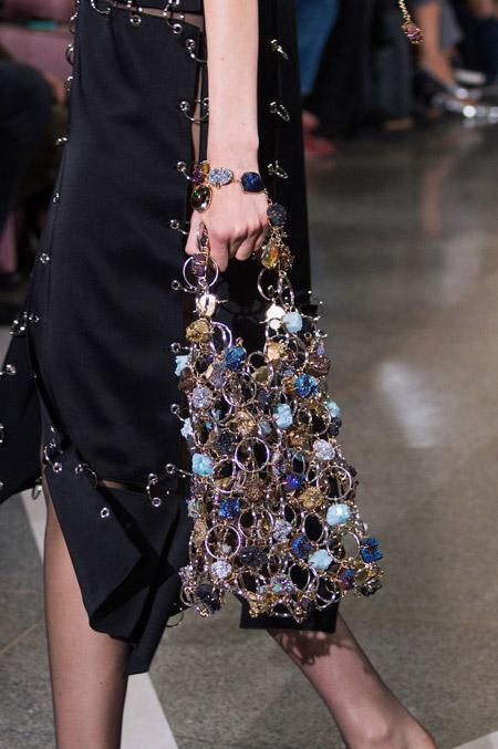 Сумка из колец и камней от Christopher Kane - модные сумки весна-лето 2017