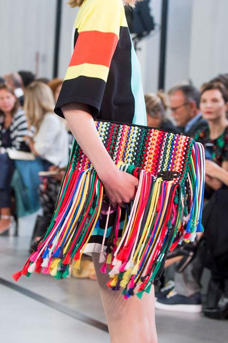Цветная сумка с бахромой от Emilio Pucci - модные сумки весна-лето 2017