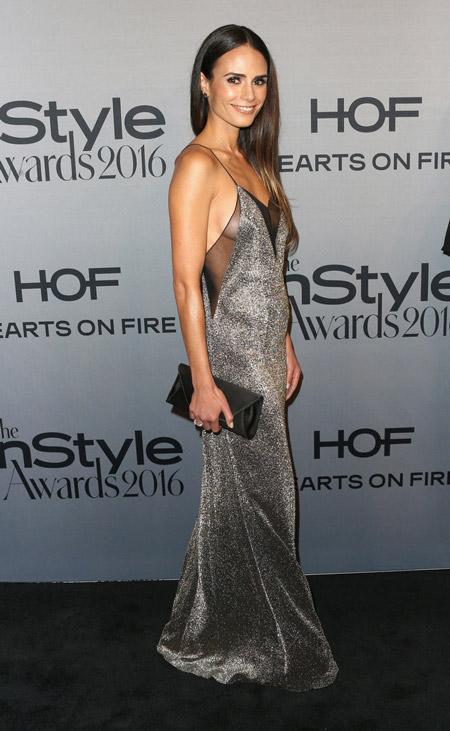 Джордана Брюстер в серебристом платье от Galvan, Лос-Анджелес 2016