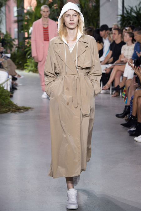 Lacoste - модные плащи весна/лето 2017