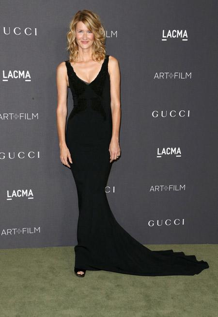Лора Дерн в черном платье от Stella McCartney, Лос-Анджелес 2016
