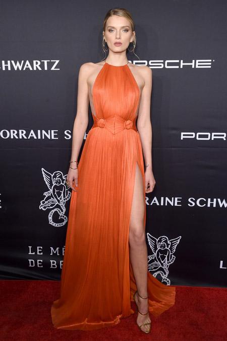 Лили Дональдсон в оранжевом платье от Maria Lucia Hohan, Нью-Йорк 2016