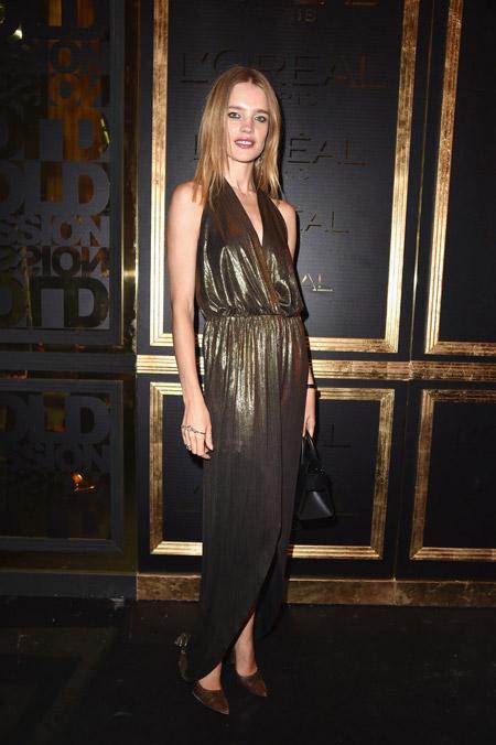 Наталья Водянова в золотом платье, Париж 2016