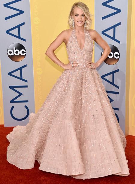 Кэрри Андервуд в платье от Michael Cinco