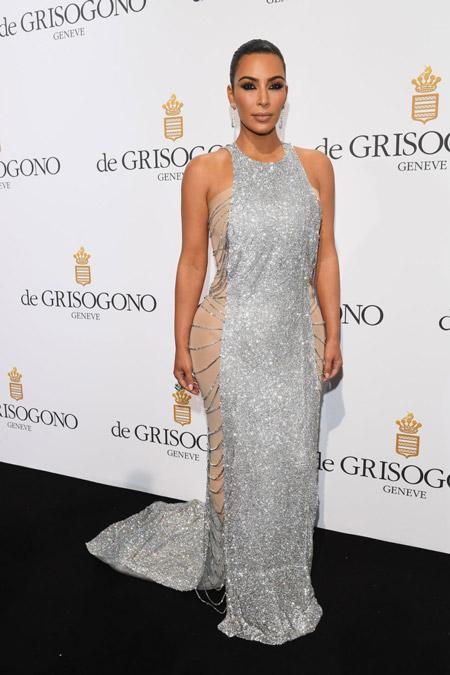 Ким Кардашян в серебристом платье, Канны 2016