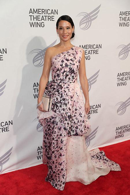 Люси Лью в платье с цветочным принтом, Нью-Йорк 2016