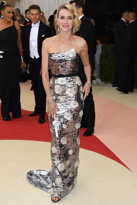 Наоми Уоттс в платье от Burberry