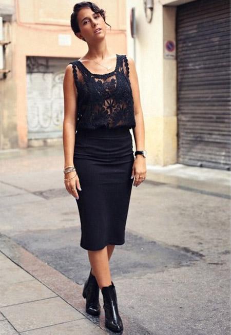 Девушка в черной юбке и черном топе
