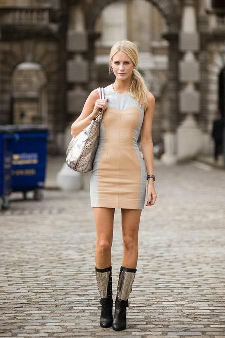 Девушка в спортивном платье и сапогах