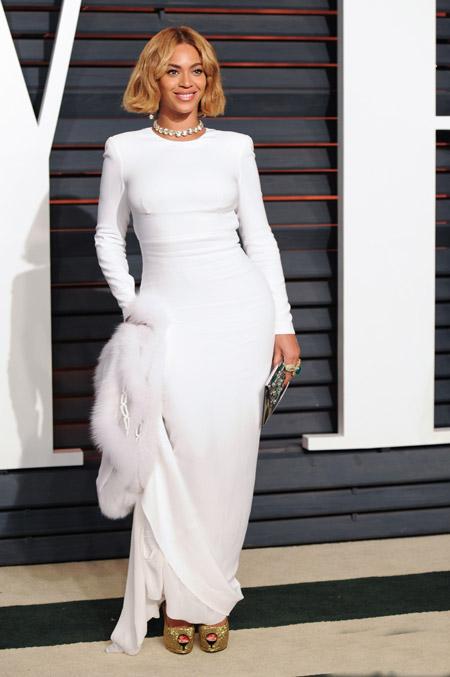 Бейонсе в белом вечернем платье