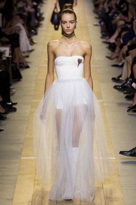 Белое вечернее платье от Christian Dior, коллекция 2017 года