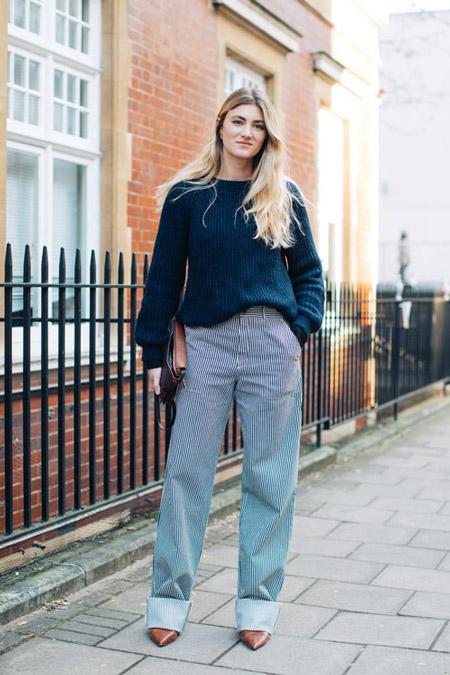 Девушка в брюках и синий свитшот, фото Sandra Semburg