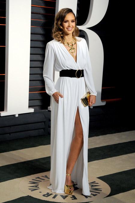 Джессика Альба в белом вечернем платье в греческом стиле