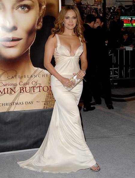 Дженнифер Лопес в белом вечернем платье в вечернем стиле