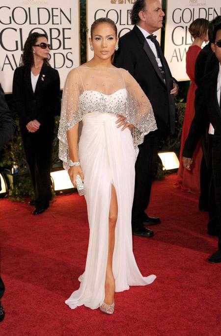 Дженнифер Лопес в белом вечернем платье с разрезом